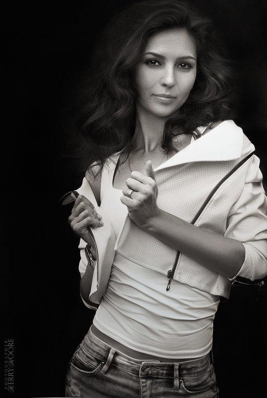 Julia - Kerry Moore