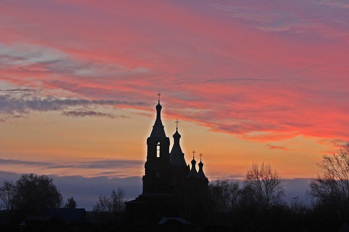 Восход над  сельским Храмом - Виталий Селиванов