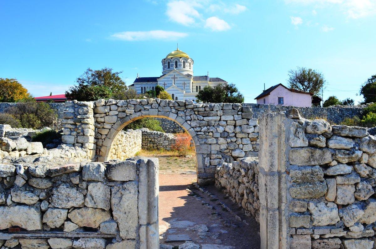 Древний и современный храмы. - Береславская Елена
