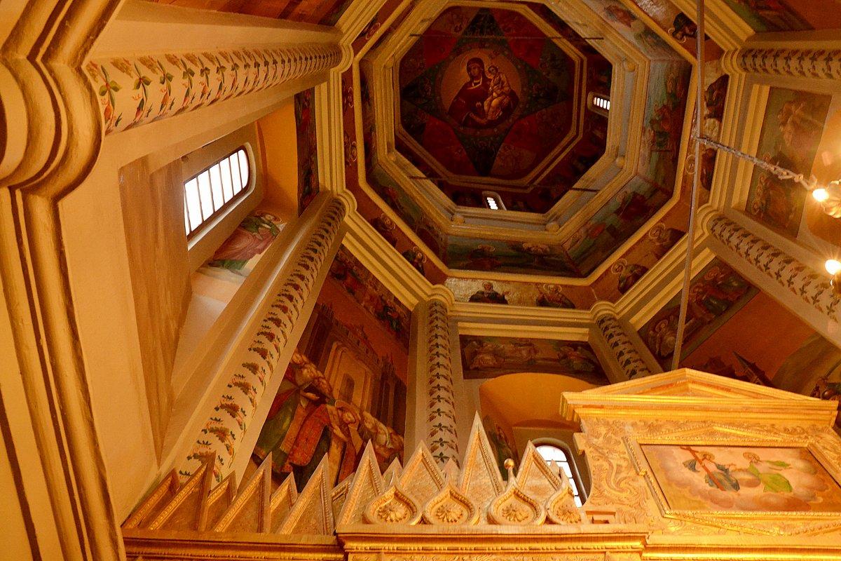Интерьер храма Покрова на Рву. - Владимир Болдырев