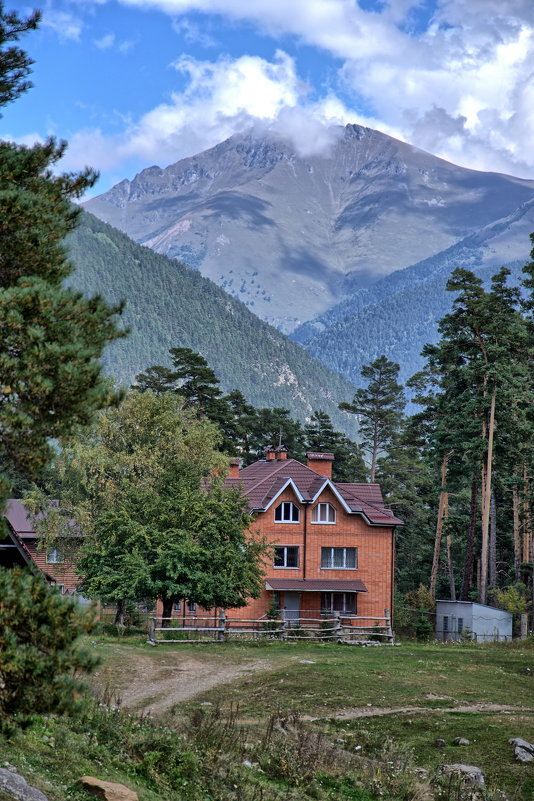 Домик в горах - Дмитрий