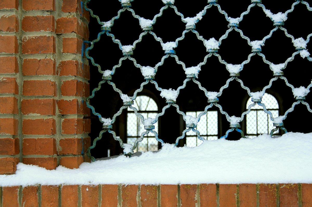 Решетка окна  заброшенного Храма... - Валерия  Полещикова