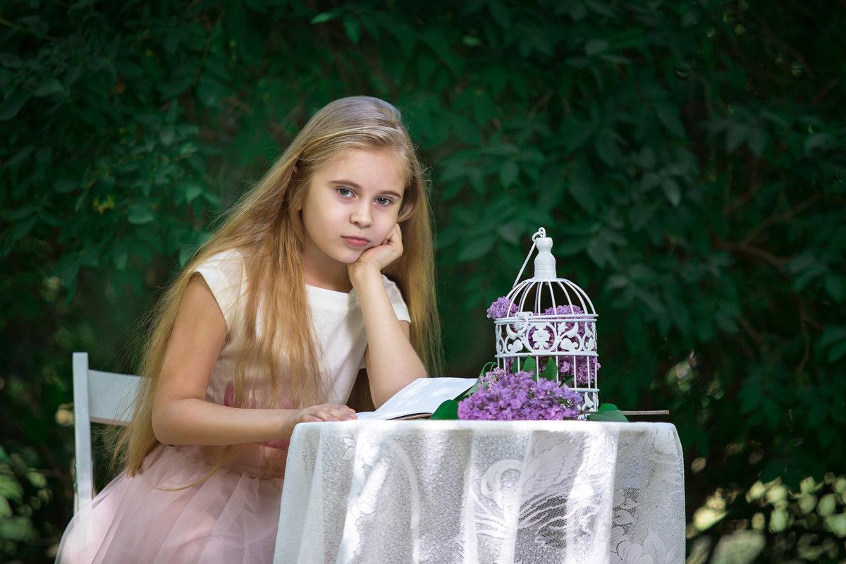 В саду - Елизавета Тимохина