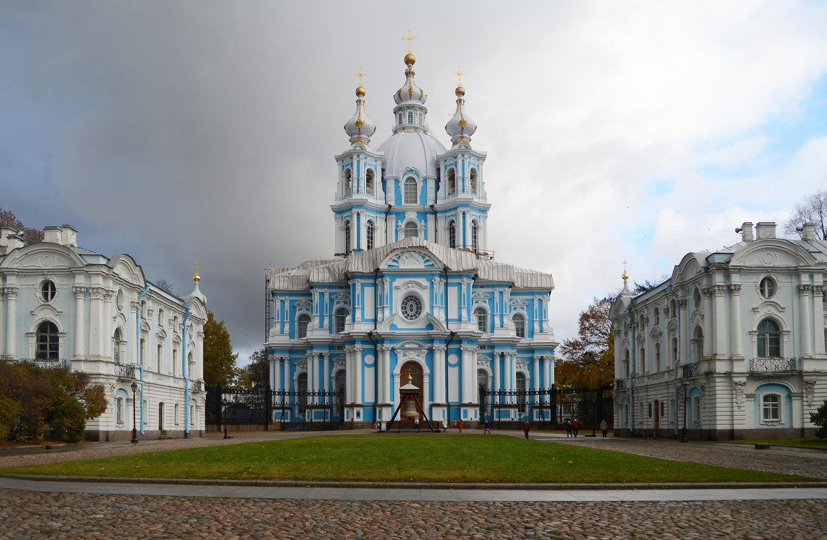 Смольный собор - Наталья Левина