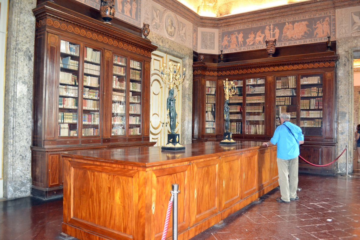 Библиотека дворца Казерты - Ольга
