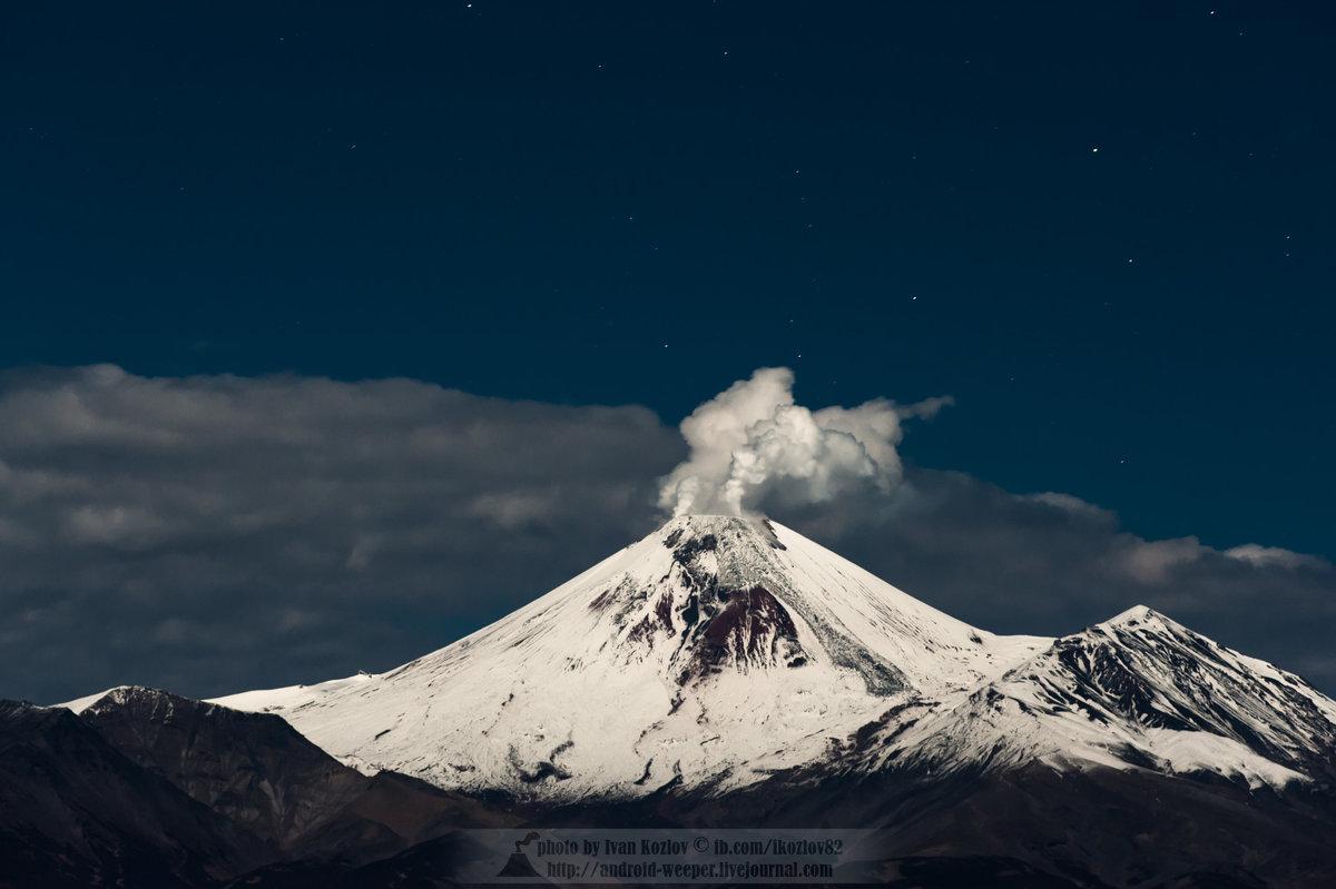 Авачинский вулкан в лучах суперлуны - Ivan Kozlov