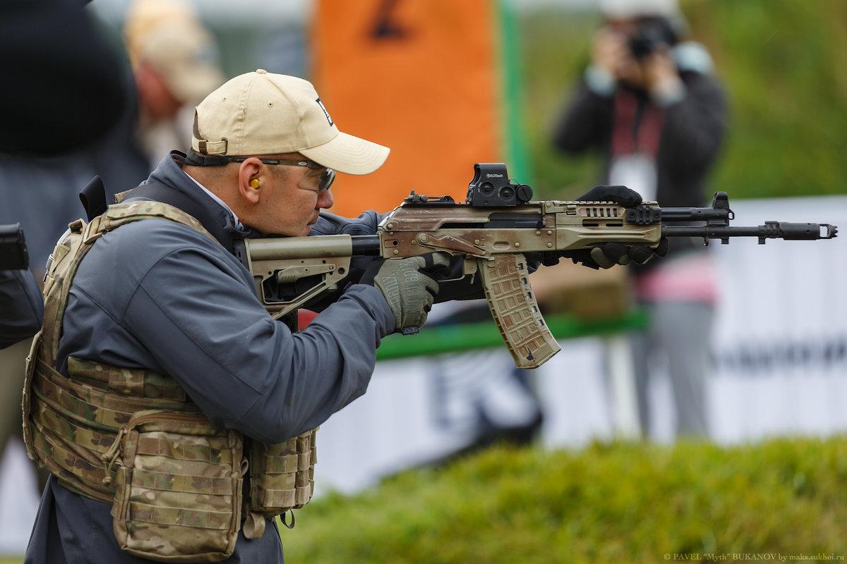 На стрельбище АК - Павел Myth Буканов