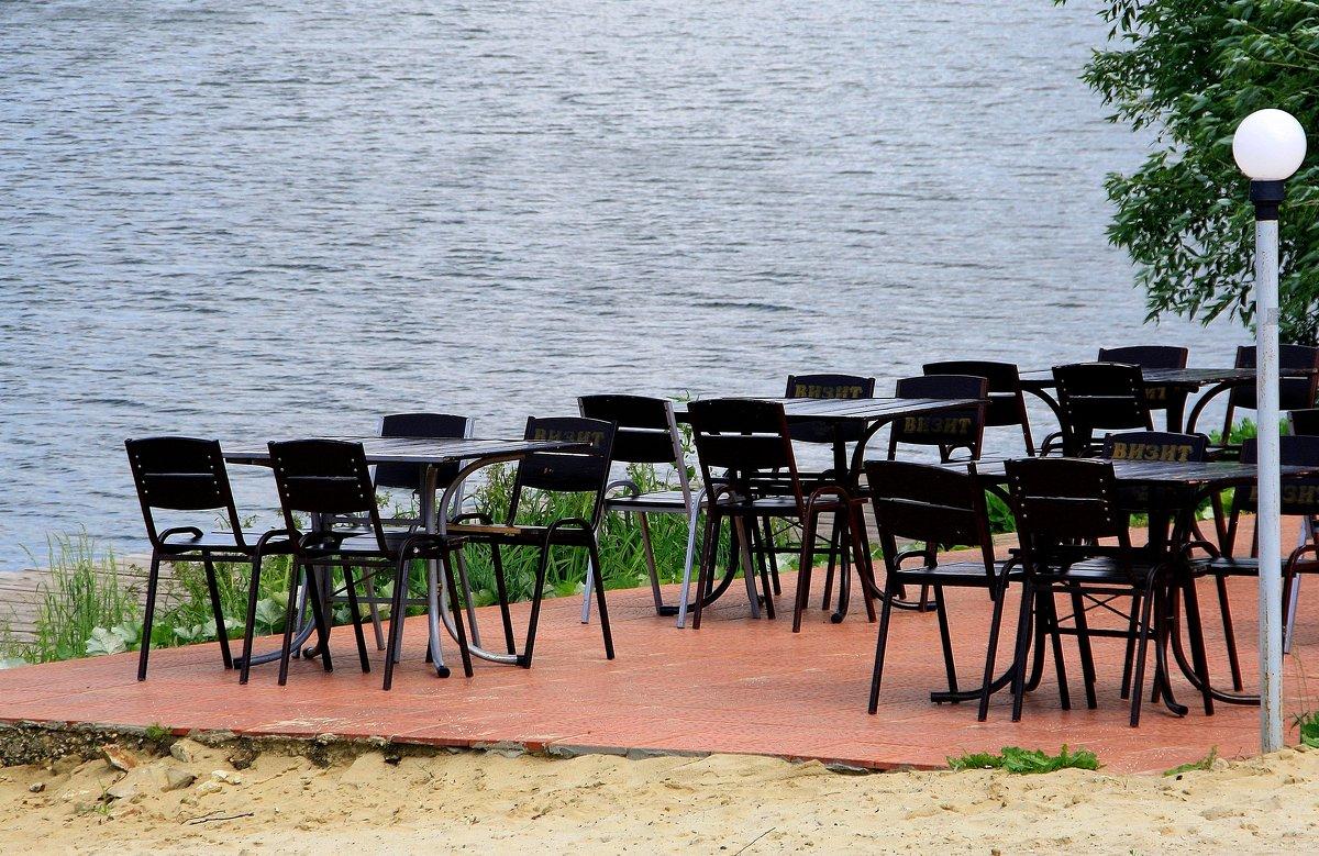 Опустело летнее кафе.... - Валерия  Полещикова