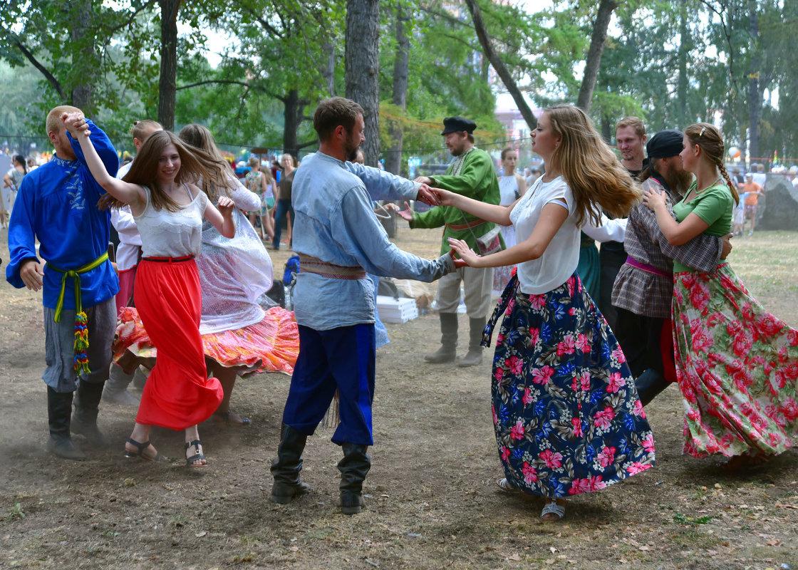 Танец. - Наталья