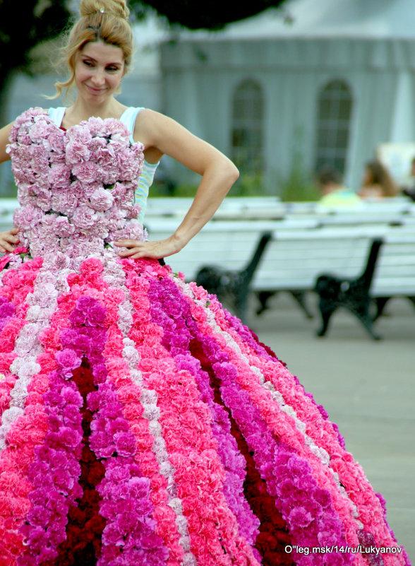 цветы и платья - Олег Лукьянов