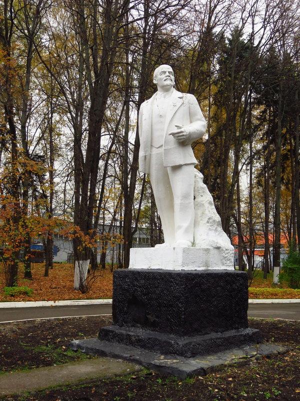 Не волнуйтесь, этот памятник не собираются сносить - Андрей Лукьянов