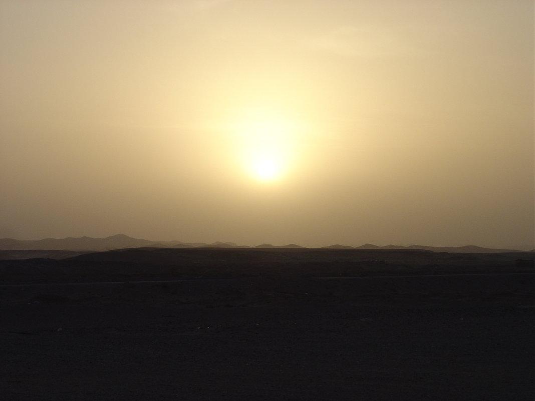 Закат в пустыне - Игорь Пилатович