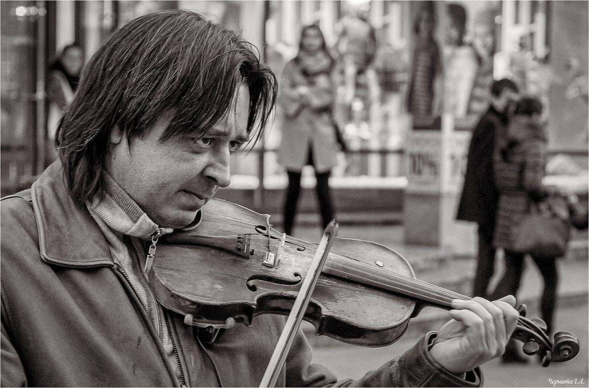 Он играет на похоронах и танцах... - Андрей Козлов