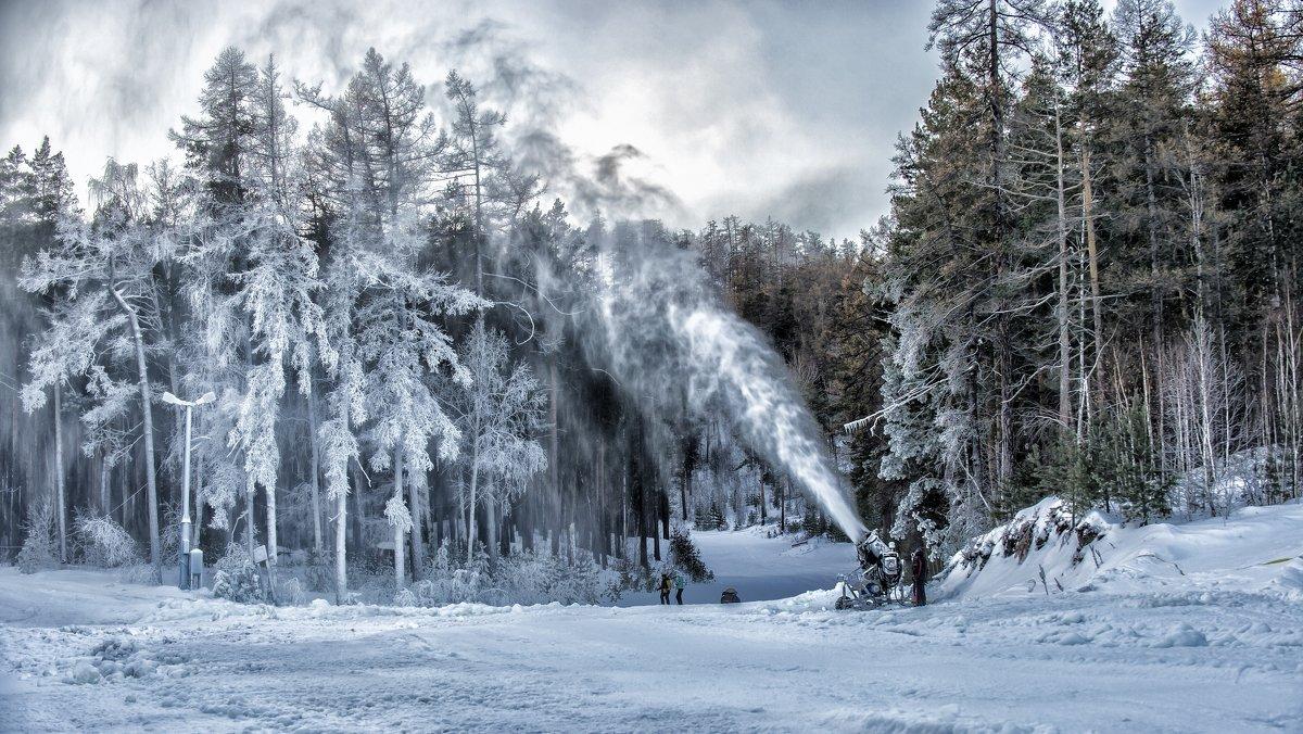 artist painting snow - Dmitry Ozersky
