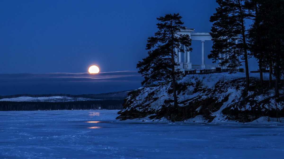 Sunset Full Moon - Dmitry Ozersky