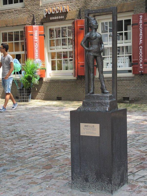 Амстердам. Памятник жрице любви. - ponsv