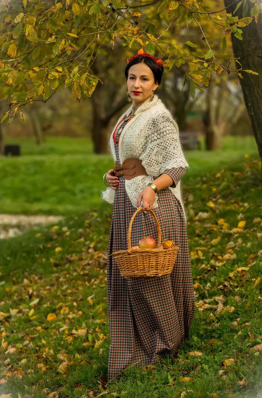 Осенний портрет с корзинкой - Сергей Мягченков