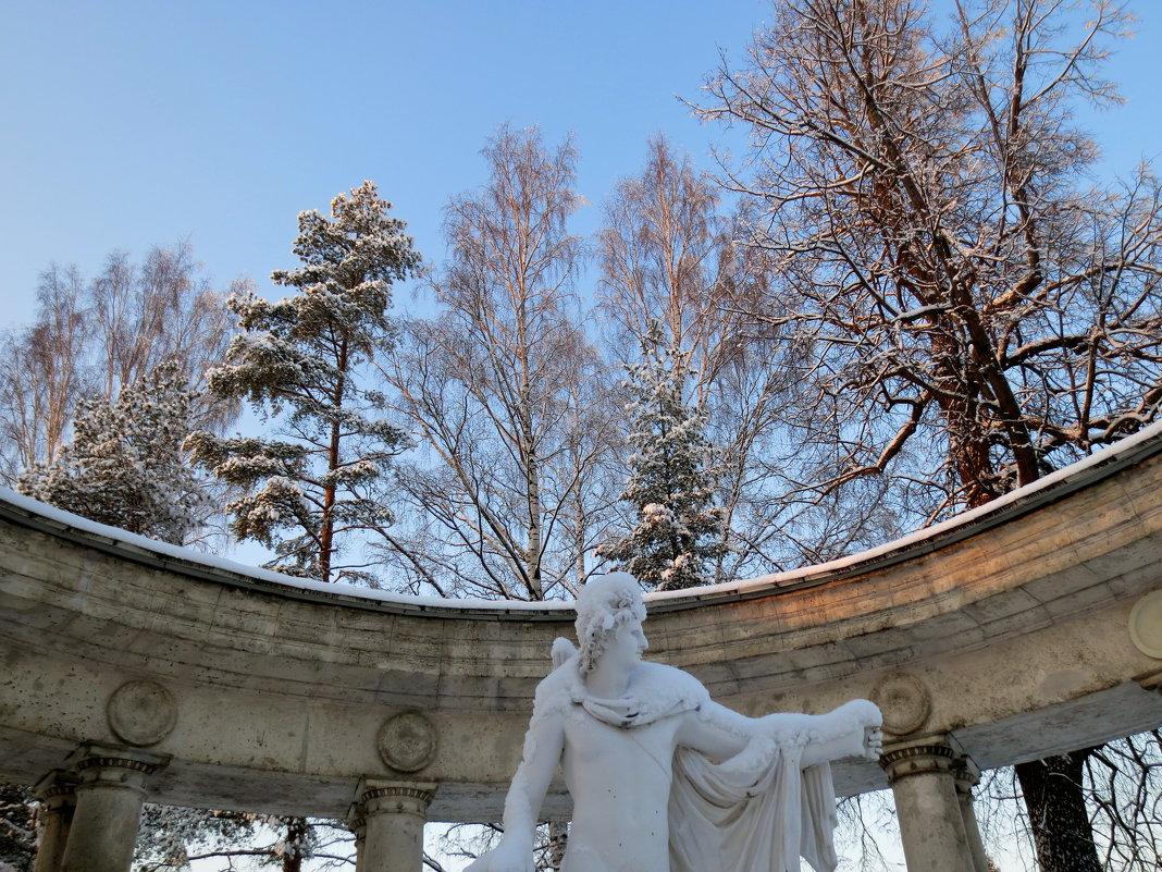 колоннада Аполлона - Елена