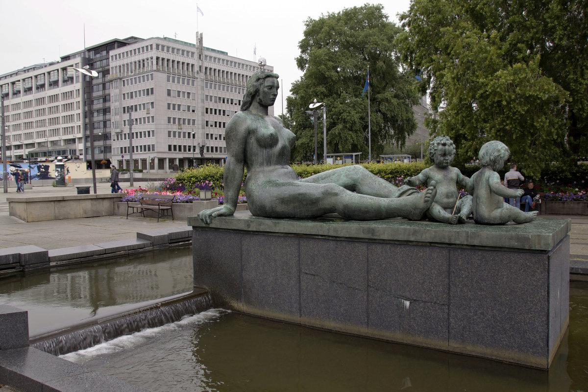 Скульптура, воспевающая материнство - Александр Рябчиков