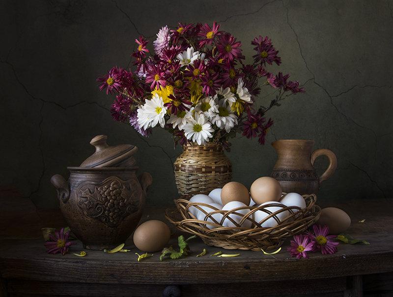Хризантемы с яйцами. - Людмила Костюченко