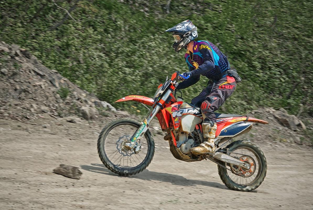 На мотоцикле - Rodef