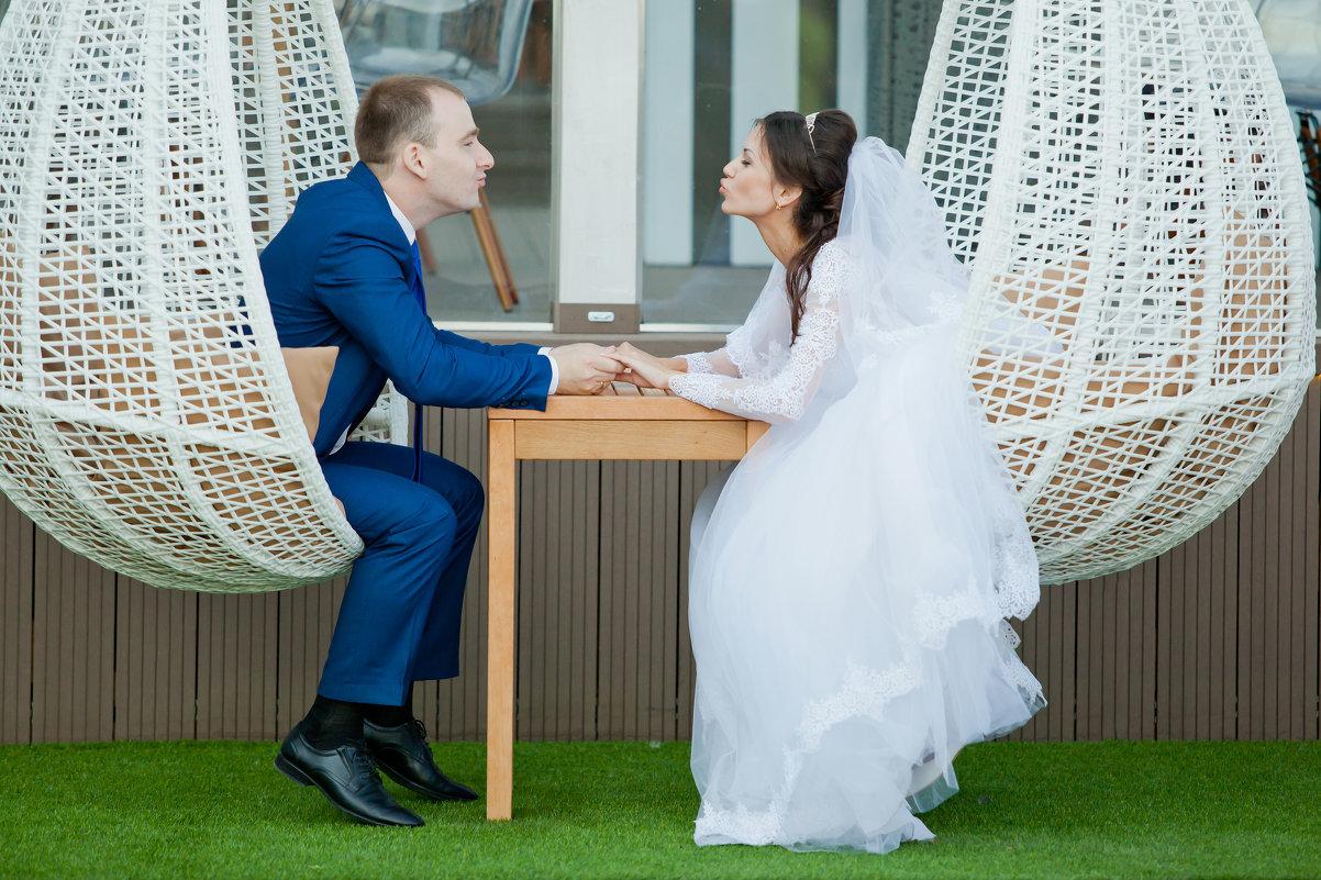 На свадебной прогулке - Максим Ванеев