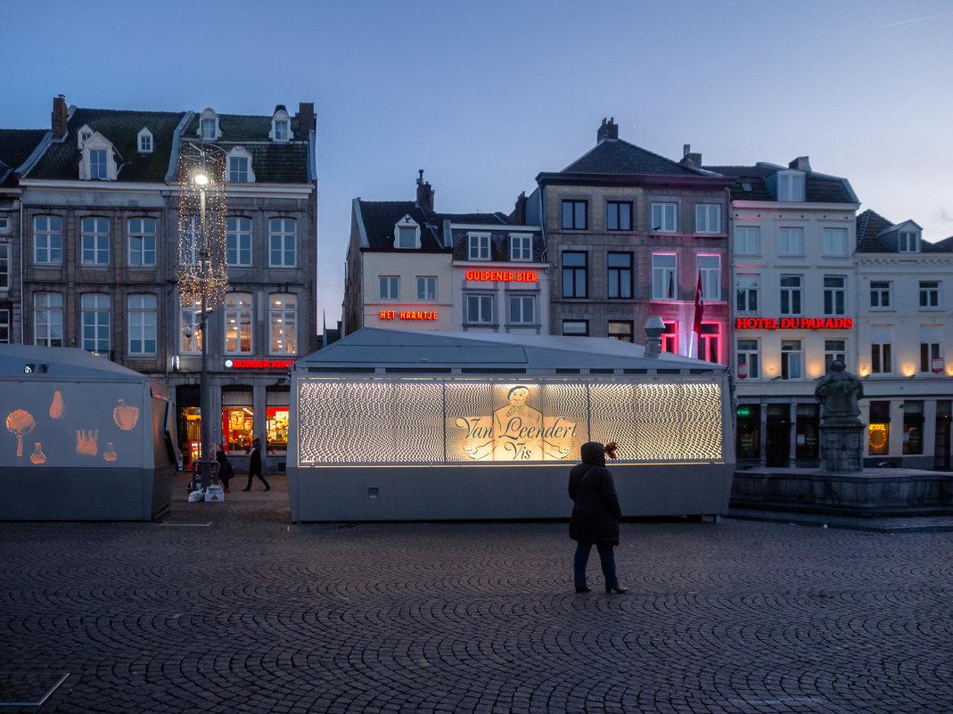 Вечером в Маастрихте, Голландия, Ратушная площадь - Witalij Loewin