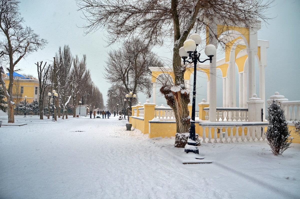 Снежный день в Евпатории. А снег не знал и падал... - Ольга Голубева