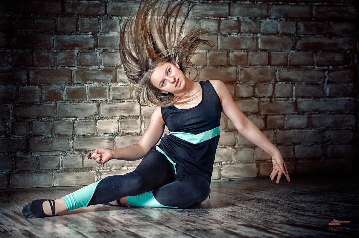 Танец - Roman Sergeev