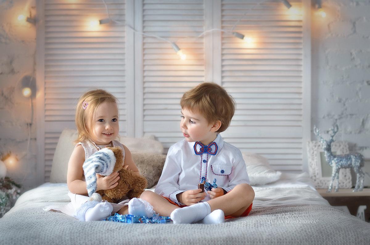 Находчивые у нас мужчины - девушке игрушку, а себе конфеты. - Юлия Масликова
