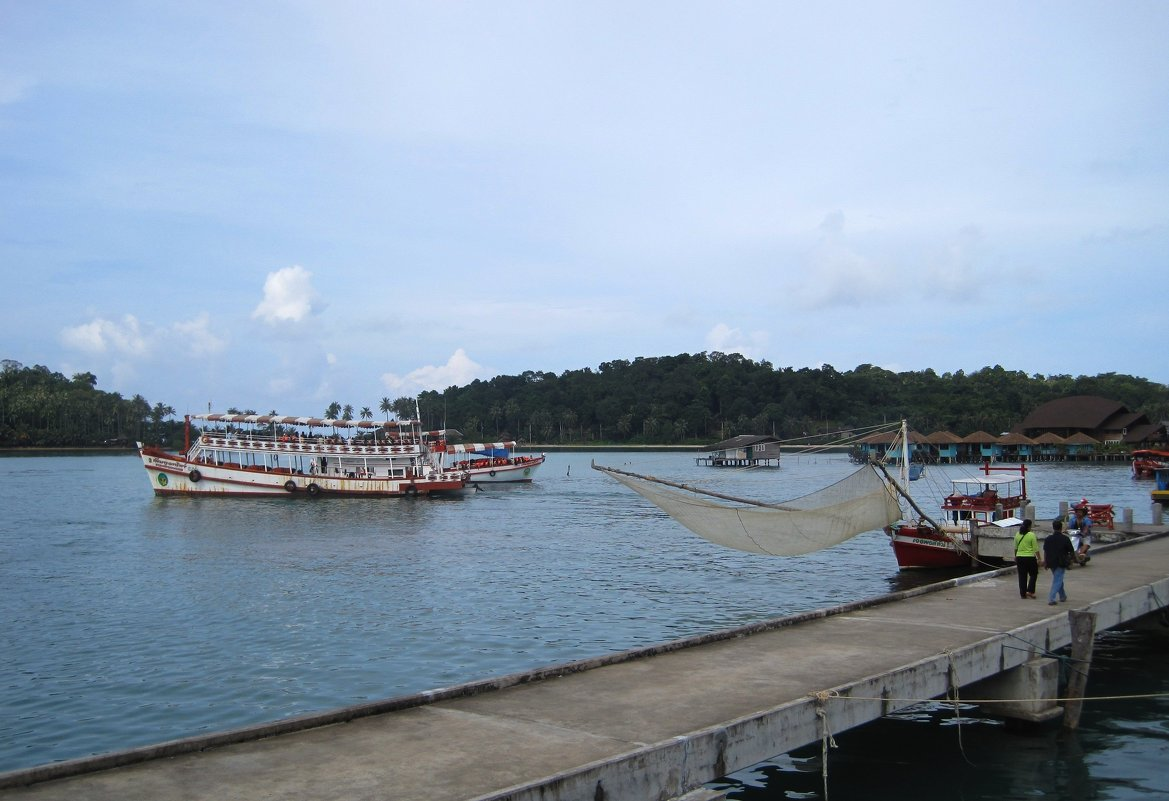 Остров Ко Чанг. Закат в порту у рыбацкой деревушки Банг Бао. - Лариса (Phinikia) Двойникова