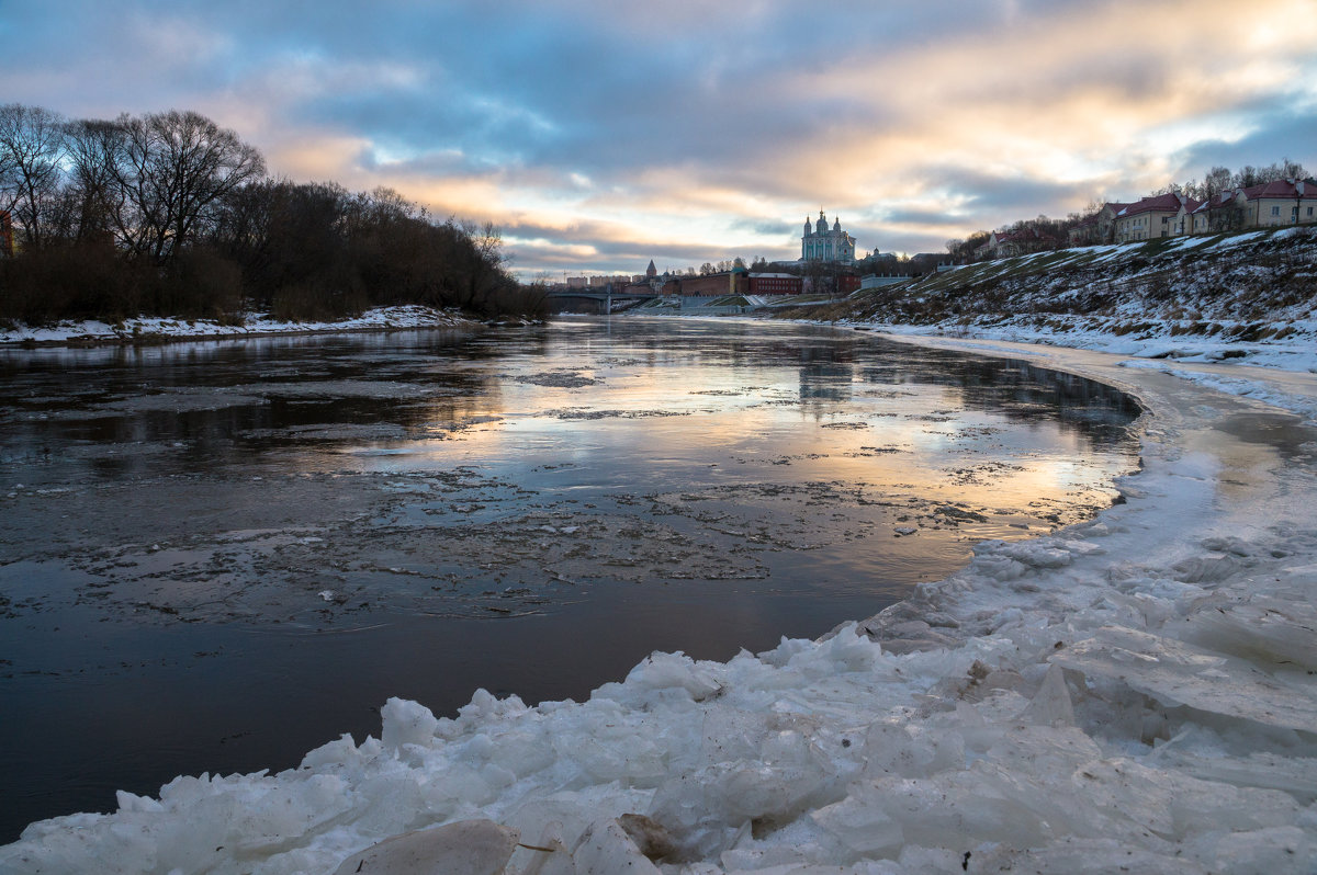 Холодное утро декабря. - Олег Козлов