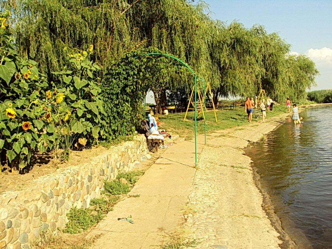 В жаркий день на речке - Светлана
