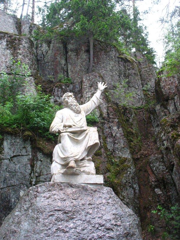 Скульптура среди скал парка Монрепо - Елена Павлова (Смолова)