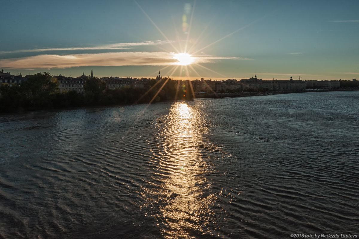 Вид на Бордо с моста Петра. Закат. - Надежда Лаптева