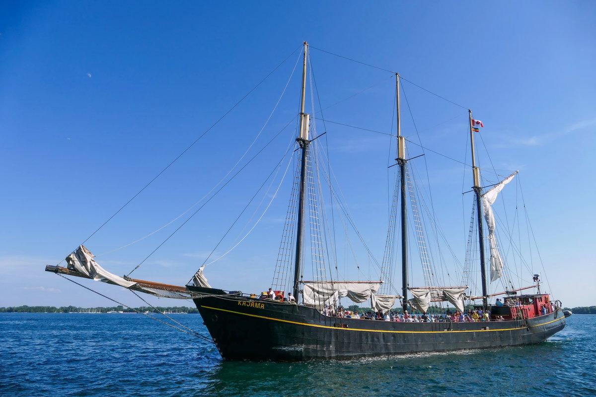 Парусник Kajama входит в порт Торонто (оз.Онтарио, Канада) - Юрий Поляков