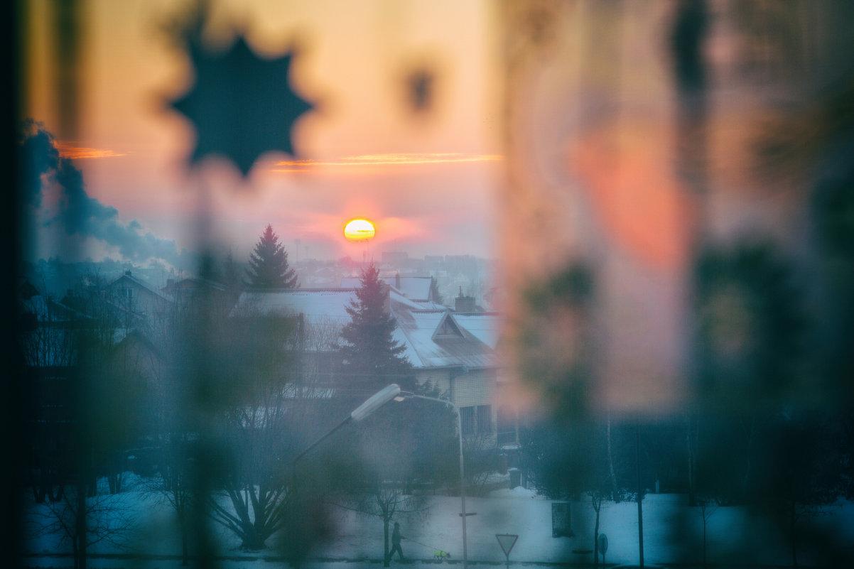 Утренний янтарь в окне января. - Игорь Ринкевич