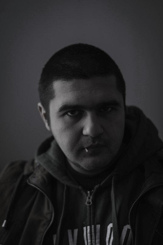 Мужской драматический портрет - внимание... - Энвер Крымский