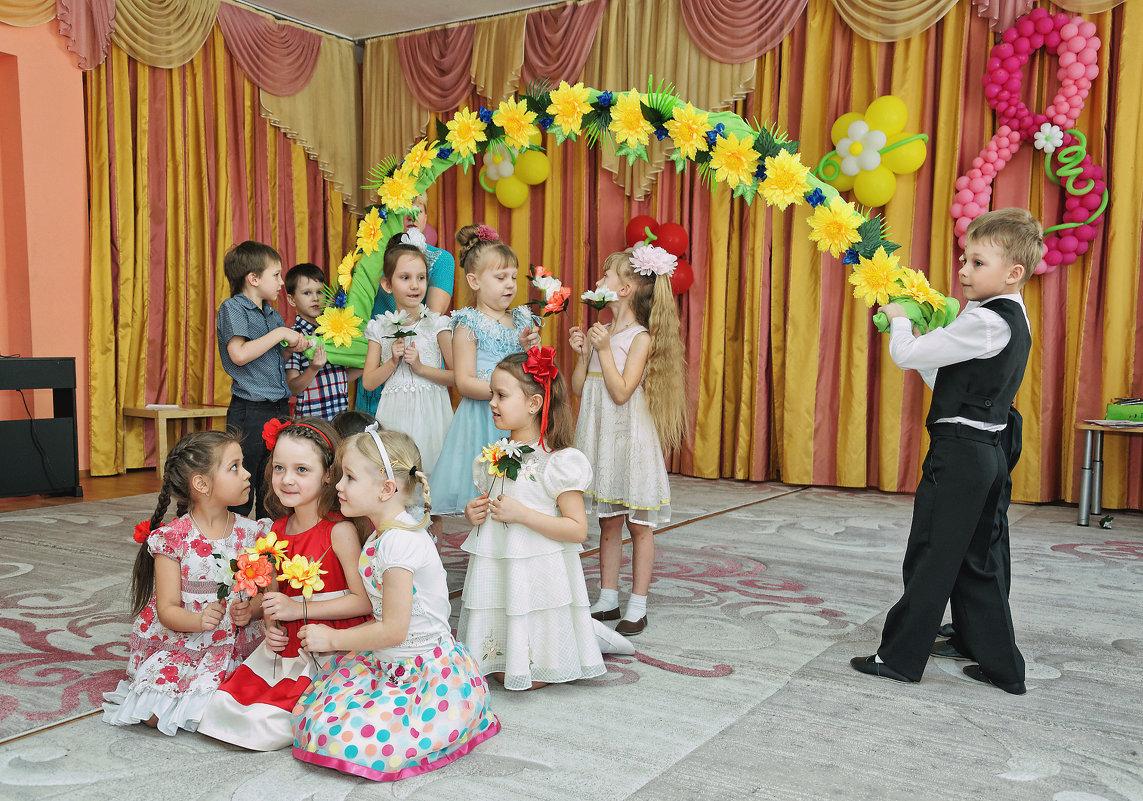 Один день из жизни детского садика - выпускные альбомы - Дмитрий Конев