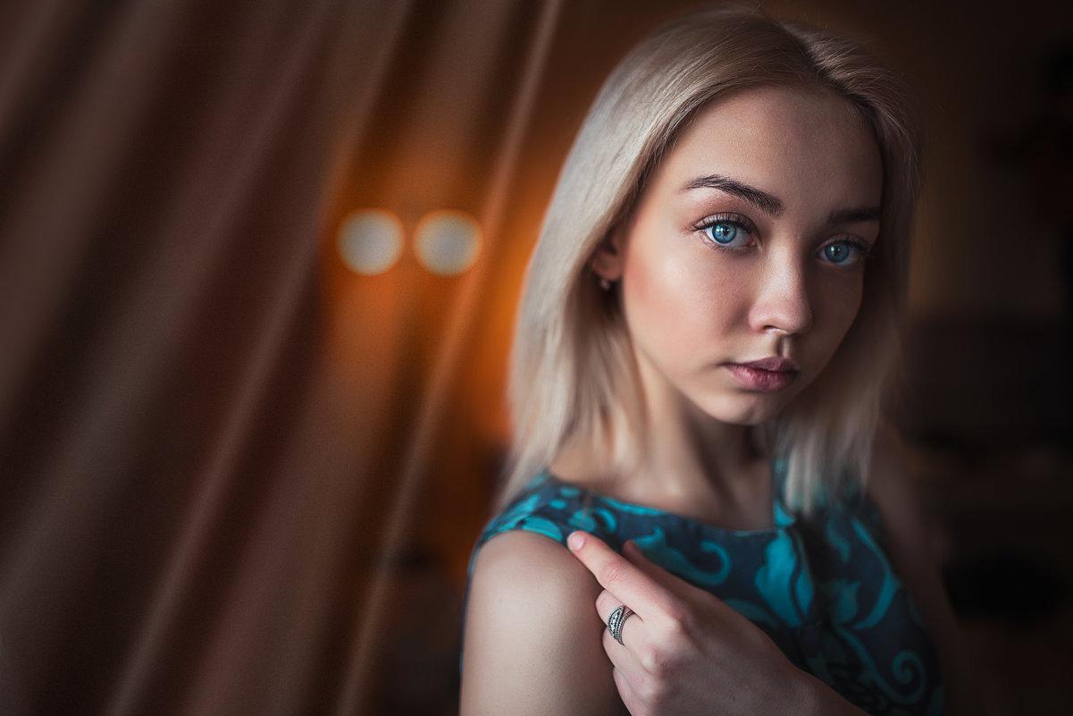девушка - Людмила