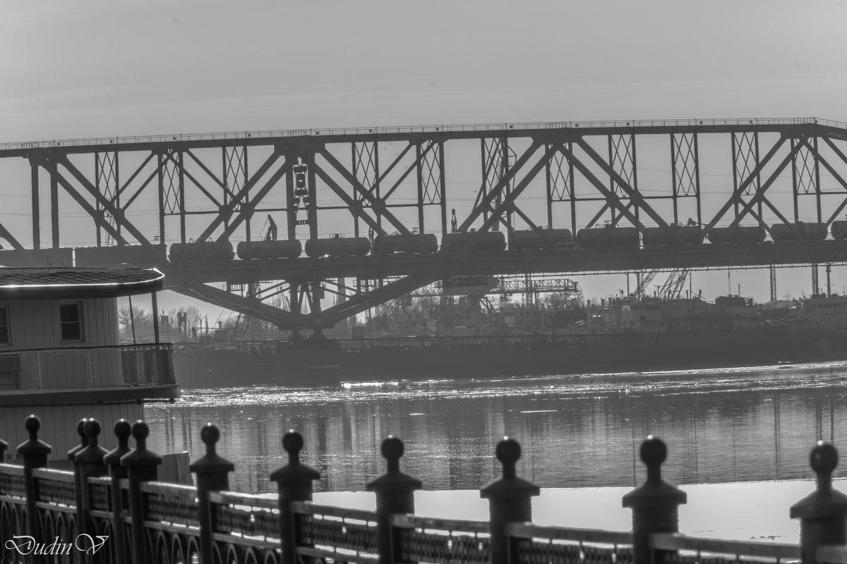 Старый мост - Василий Дудин