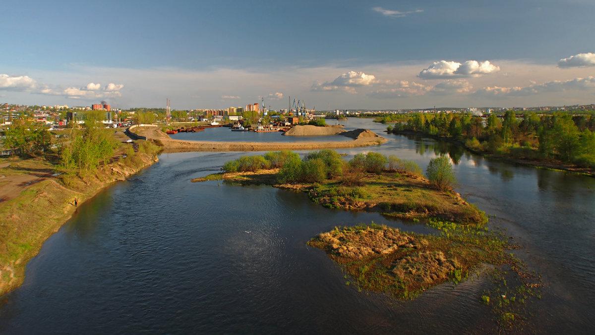 Люблю смотреть с моста на город мой родной... - Александр Попов