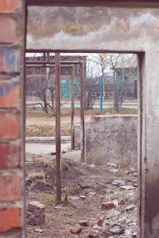 Суровый школьный двор - Анна