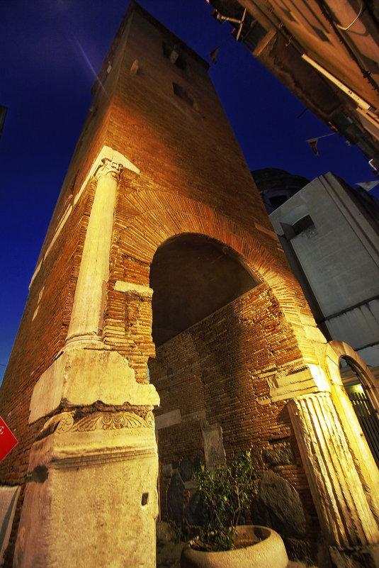 Башня старого Неаполя - M Marikfoto