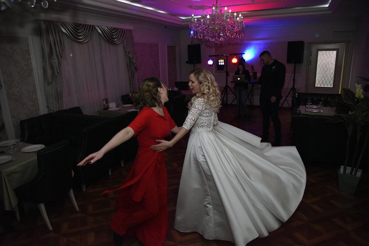 Танец невесты и подружки - Галина Сафиулина