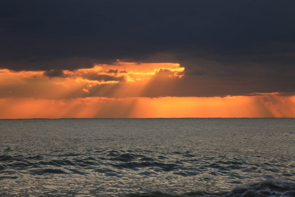 Окно на закате - valeriy khlopunov