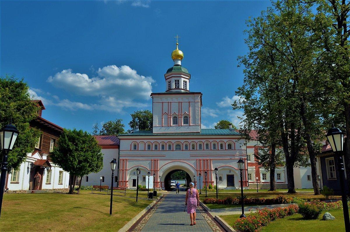 Дорога к Надвратной церкви... - Sergey Gordoff