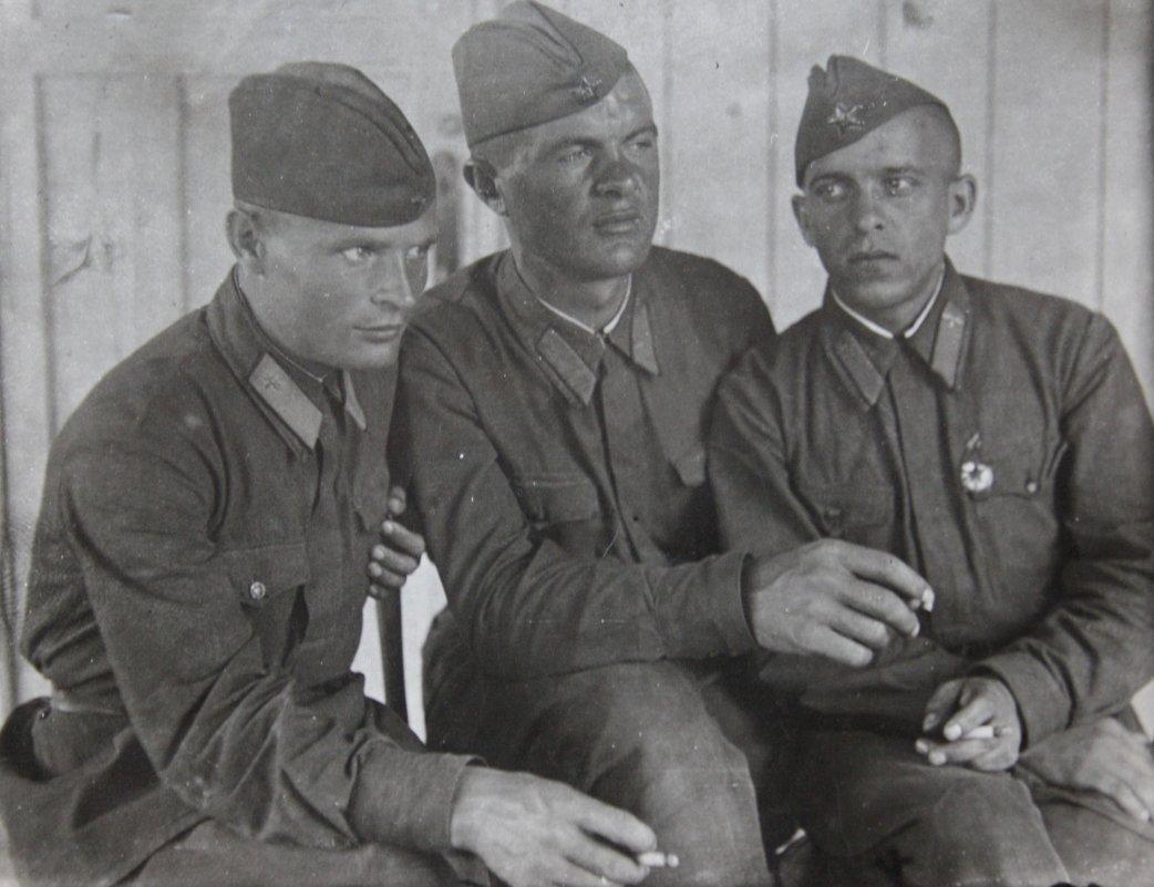 Фронтовое  фото.  Крайний слева - мой папа - Макришин Андрей Афанасьевич. - Валерия  Полещикова