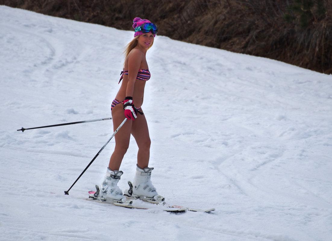 В Байкальске на горнолыжке - спуск в купальниках... - Александр Попов