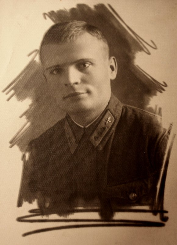 Папа (Макришин Андрей Афанасьевич) за  год до войны на  учебе  в  г. Гомель. Здесь папе 23 года. - Валерия  Полещикова